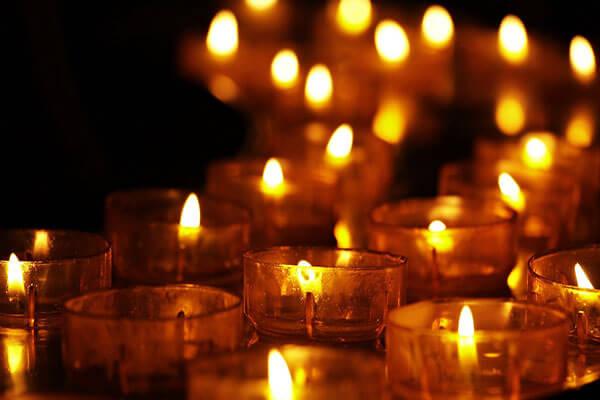 Luminație lumânări în pahar