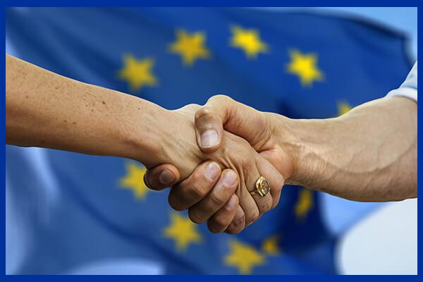 Strângere de mână simbolizand planul lui Emil Boc la Eurocities