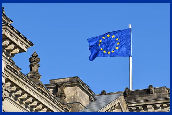 Steagul Uniunii Europene pe o clădire